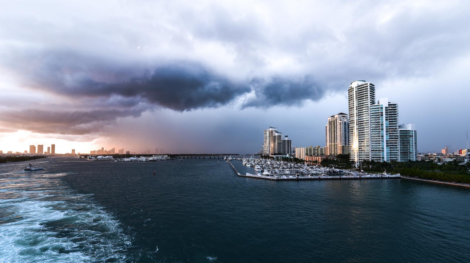 mejor epoca para viajar a miami: época de huracanes en Miami